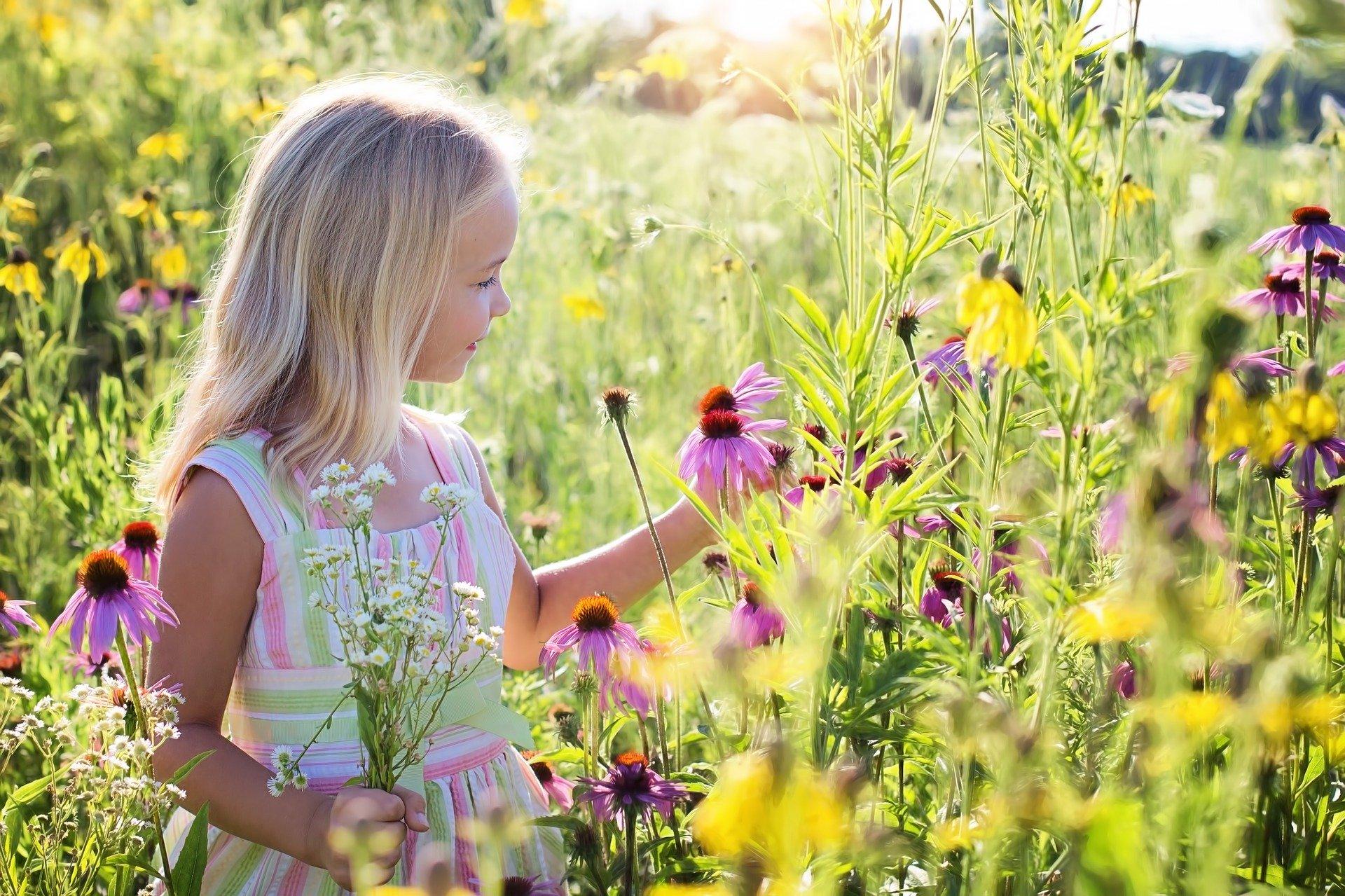 little girl   min